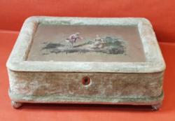 Antik varró doboz / ékszertartó selyemképpel