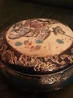 Keleti porcelán bonbonier, aranyozott díszítéssel, Japán életkép jelenettel - gésák