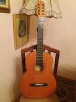 Hat húros Tátra klasszikus gitár tokkal együtt eladó!