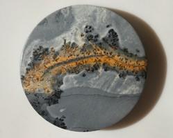 Természetes achát-jáspis ásvány, kaboson csiszolással. Medálnak vagy dísztárgynak. 11 gramm.