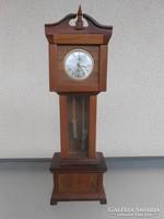 Különleges mini asztali óra