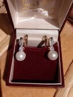 Aranyozott fülbevaló gyöngyökkel és cirkóniákkal