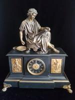 Impozáns asztali óra bronz szoborral