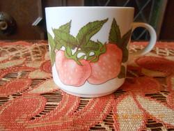 Alföldi porcelán, eper mintás bögre
