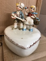 Porcelán bonbonier zenélő gyerekek