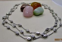 Gyönyörű három soros ezüstnyakék