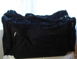 Hatalmas, vállra is akasztható, fekete gyöngyvászon utazó vagy sport  táska