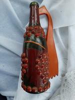 Régi kézműves munka, fával díszített üveg