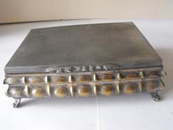 Ezüstözött hólyagos fabetétes doboz 1948