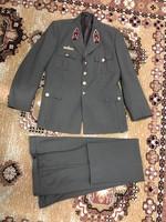 Köznapi öltöny