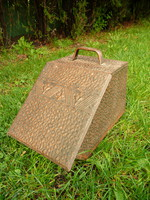 Antik, teljesen ép (még a belseje is meg van) szén tartó / tüzelő tároló kandalló v. kályha mellé