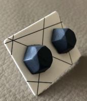 KÉZMŰVES ÚJ Sokszögű bedugós beton fülbevaló - fekete