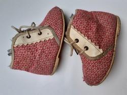 Retro babacipő vintage gyerekcipő régi cipő dekoráció