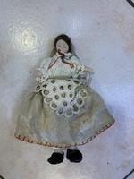 15 cm antik baba, szép alsó szoknyában