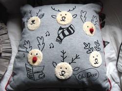 VÉGKIÁRUSÍTÁS !!! Karácsonyi díszpárna rénszarvasokkal