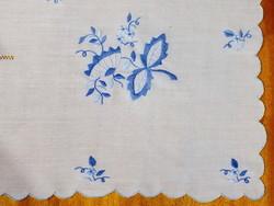 Kékkel hímzett szalon asztalterítő, abrosz 160x140 cm