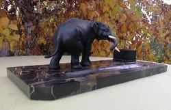 Elefánt szobros, szobor nehéz tömör ón ötvözet súlya is fotón régi márvány tintatartó íróasztaldísz