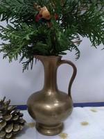 Kézi készítésű bronz kancsó