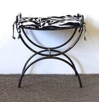 1C660 Kovácsoltvas ülőke zebramintás párnával