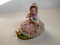 Sitzendorf porcelán: Gyűjtői, ritkább ülő kislány, nagyon szép festésű, régi figura