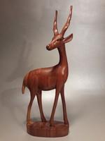 Fa faragott csavartszarvú antilop figura szobor