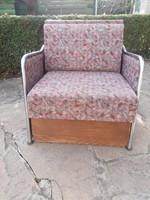 Csővázas fotelágy, ágy és fotel egyben.