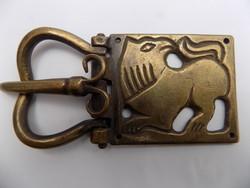 Áttörtmintás bronz övcsat másolat.9.5 cm hosszú ,4.7cm széles
