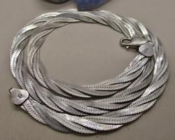 Gyönyörű fonott széles ezüstnyaklánc