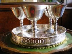 Egy tálca gyönyörű ezüstözött ünnepi pohár, 5 db jelzett boros vagy pezsgős kehely, kb. 1,5 dl-esek