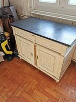 Kis asztal