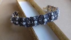 Ezüst karkötő markazit és tenyésztett gyöngy berakással