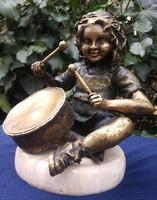Doboló kislány réz szobor