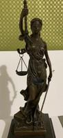 Bronz szobor -Mérleg nő