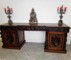 Óriási antik íróasztal