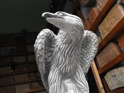 RITKA Turul kő vagy sas Címer madár  Kerítés kapu oszlop ra Parkba Trianon  emlékmű nek