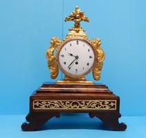 Működő óra az 1800-as évek első feléből mini szerkezettel