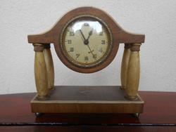 Négyoszlopos asztali/kandalló óra