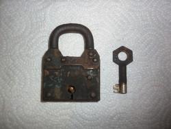 Régi lakat kulcsal 7x5cm
