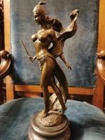 Harcos nő - Tekintélyes bronz szobor műtárgy