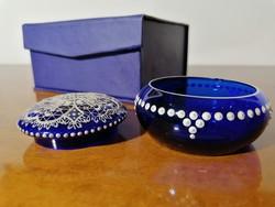 Parádi antik üveg bonbonier fehér csipke mintával gazdagon díszített kék üveg díszdobozban (Ér-546)