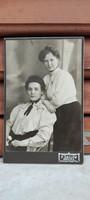 Berlinben készült Nővérek antik kemény fotó.