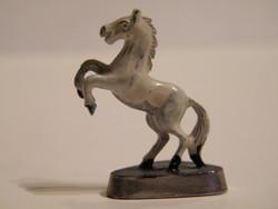 Mini tűzzománcozott fém ló figura
