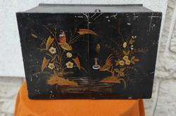 Keleti ,Kína,festett szekrény festett,zàrható fiókos fémből,ékszerész,gyüjtemény,bélyegét,képeslap,