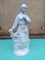 Fehér porcelán nő