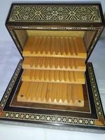 Zenélő cigaretta kínáló doboz eladó !
