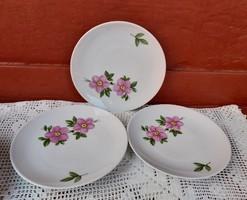 3 db Kahla rózsás virágos , sütis süteményes tányérok , egyben eladó