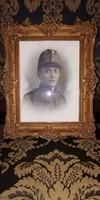 Katona portréfotó 1910-ből barokk blondel keretben