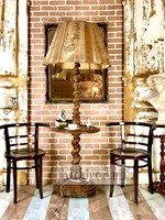 Antik álló lámpa.