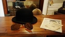 Kemény kalap dobozzal, fülmelegítővel a 20-30-as évekből