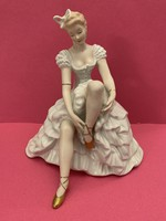 Nagyméretű Wallendorfi ülő balerina 23 cm magas